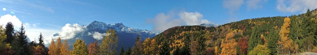 Premières neiges dans le massif de Belledonne en face du Chalet